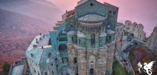Dal portale dello zodiaco allo scalone dei morti: l'abbazia benedettina della Sacra di San Michele